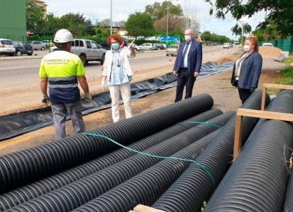 Emasesa reanuda la instalación de un sistema de drenaje sostenible en la avenida de Séneca