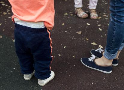 Una madre soltera reclama ante la Seguridad Social por discriminación en los nuevos permisos de paternidad