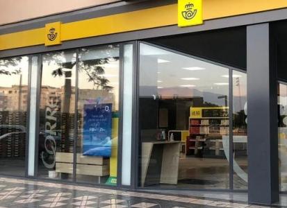 Correos habilita sus oficinas para pagar recibos de Emasesa